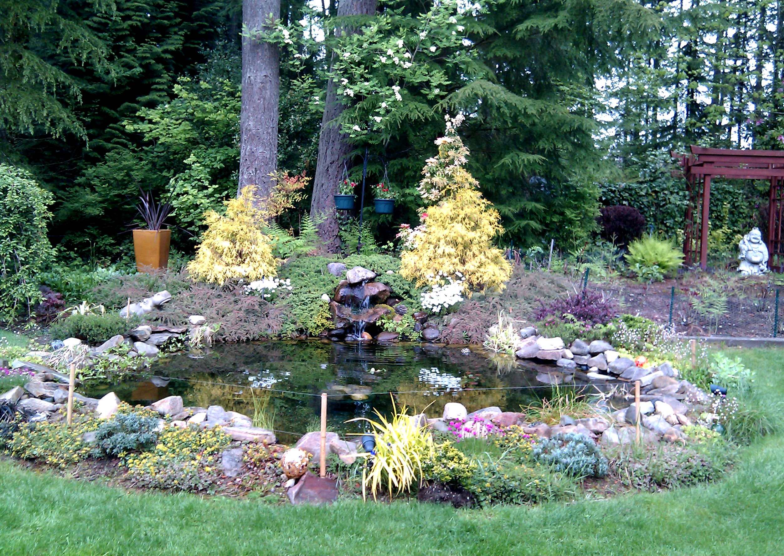 Glass gardens nw 39 s blog uncommon art for exceptional gardens for Small garden fish pond designs